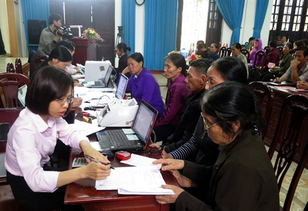PM urges lower interest rates, stable taxes hinh anh 1