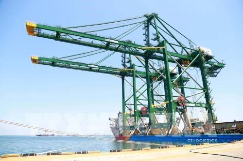 Doosan Vina ships three more gantry cranes to India hinh anh 1