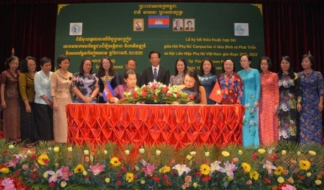 VWU Chairwoman meets Cambodian leader hinh anh 1