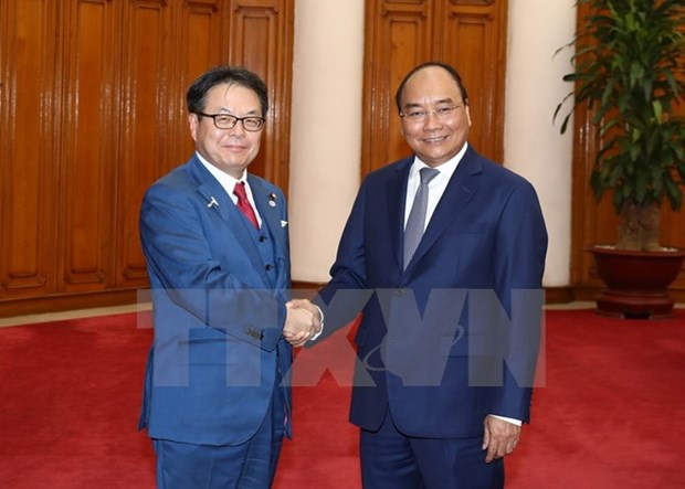 Prime Minister greets Japanese economy minister hinh anh 1