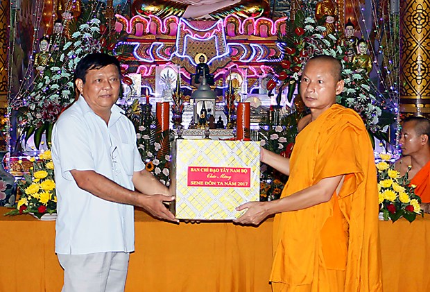 Steering committee congratulates Khmer people on Sene Dolta festival hinh anh 1