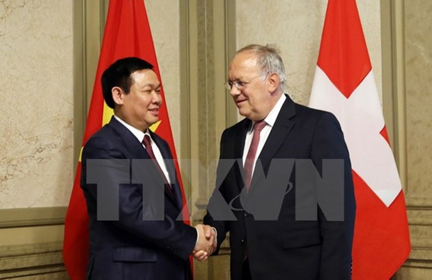 Deputy Prime Minister Vuong Dinh Hue visits Switzerland hinh anh 1