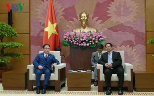 Vietnamese Party official meets Japanese trade minister hinh anh 1