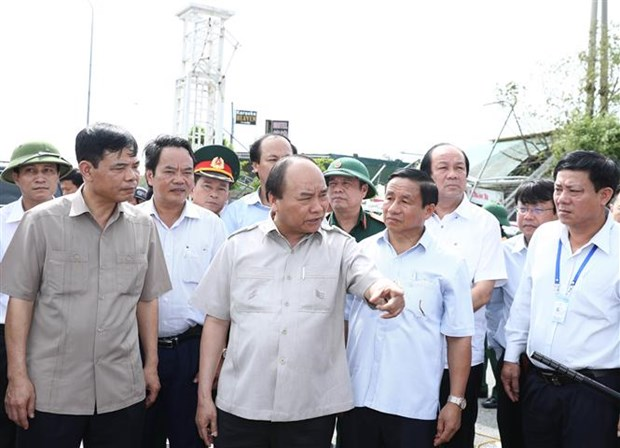 PM urges Ha Tinh to restore production in five days hinh anh 1