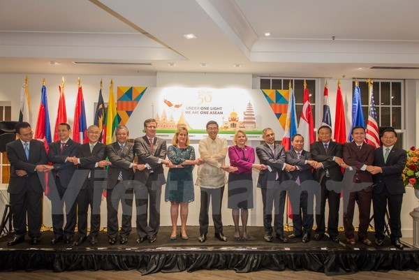 ASEAN's 50th founding anniversary marked in US, Spain hinh anh 1