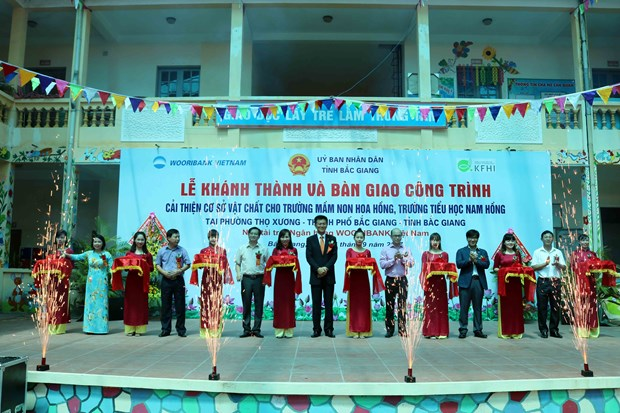 Poor students in northern, Central Highlands provinces get support hinh anh 1