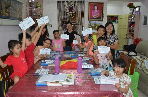 Vietnamese kids in Malaysia learn mother tongue hinh anh 1