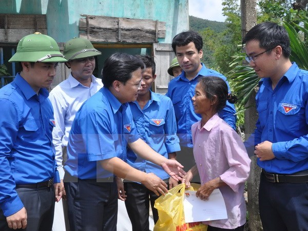 Organisations offer urgent support for storm-hit residents hinh anh 1