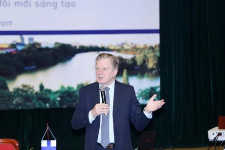 Former Finnish PM talks innovation-based economic development hinh anh 1