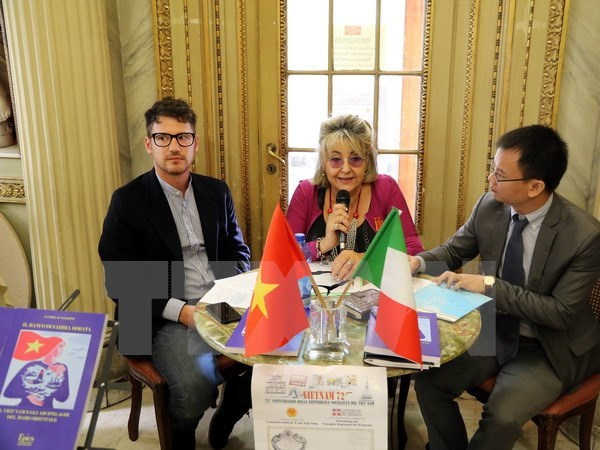 Italian scholar debuts book about Vietnam's island sovereignty hinh anh 1