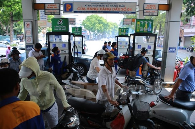 Petrol price experiences fifth hike hinh anh 1