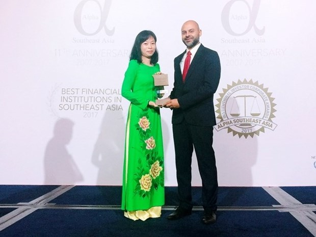 Vietcombank named Vietnam's best bank in 2017 by Alpha SEA hinh anh 1