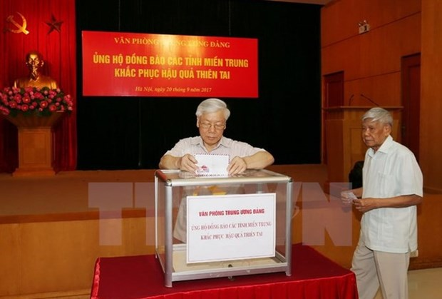Party, parliament leaders donate to support storm victims hinh anh 1