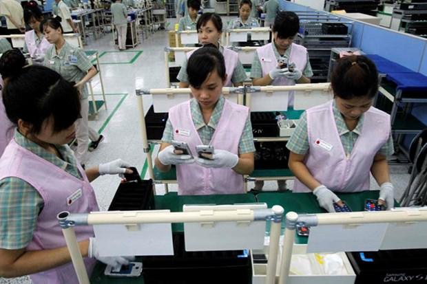 Mobile phone exports to China surge hinh anh 1