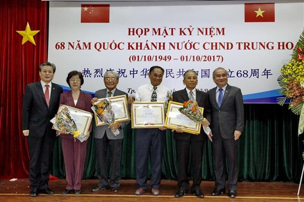 Gathering celebrates China's National Day hinh anh 1