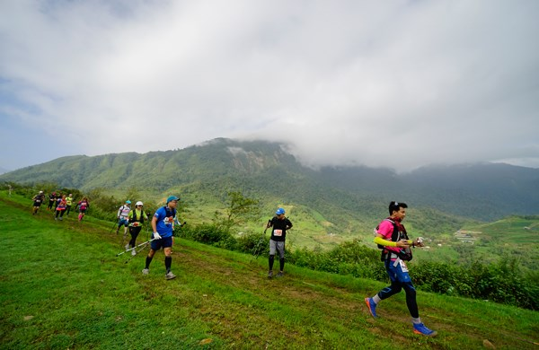 Vietnam Mountain Marathon attracts 2,200 runners hinh anh 1