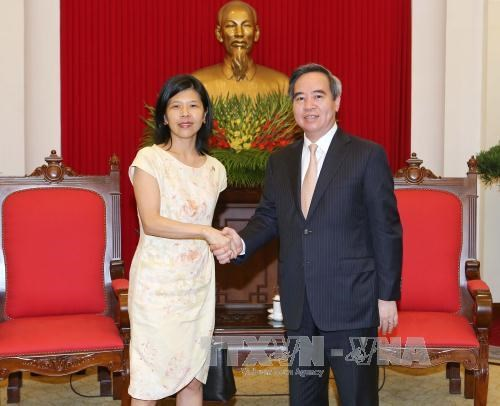 Party senior official meets Canadian, French ambassadors hinh anh 1