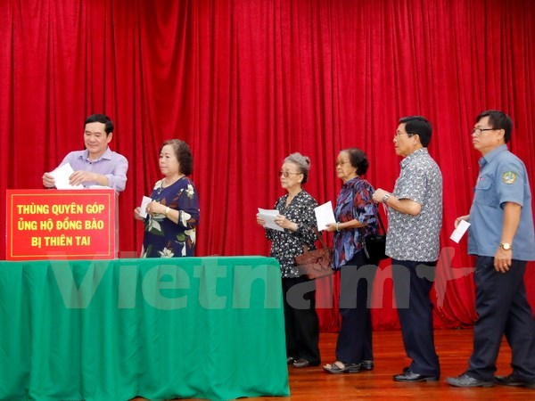 Overseas Vietnamese in Laos help disaster victims hinh anh 1