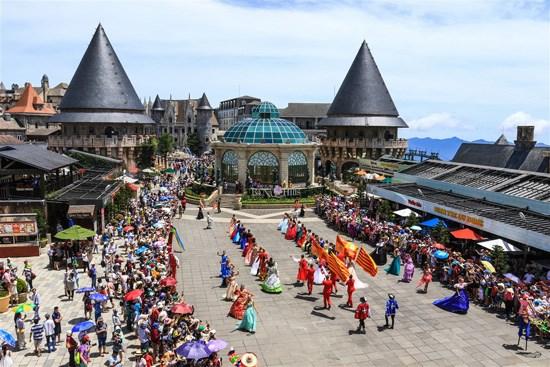 Da Nang takes advantage of APEC week to promote tourism hinh anh 1