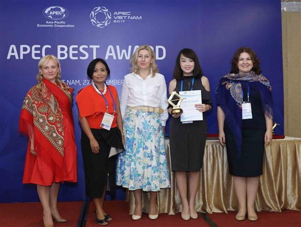 Vietnam's women entrepreneurs win APEC awards hinh anh 1