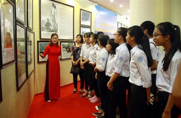 Exhibition on Hoang Sa, Truong Sa comes to Tuyen Quang hinh anh 1