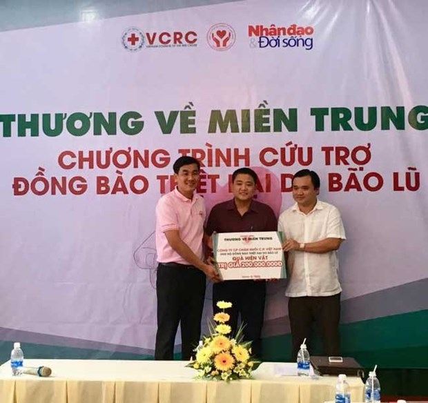 Red Cross begins charity campaign for storm victims hinh anh 1