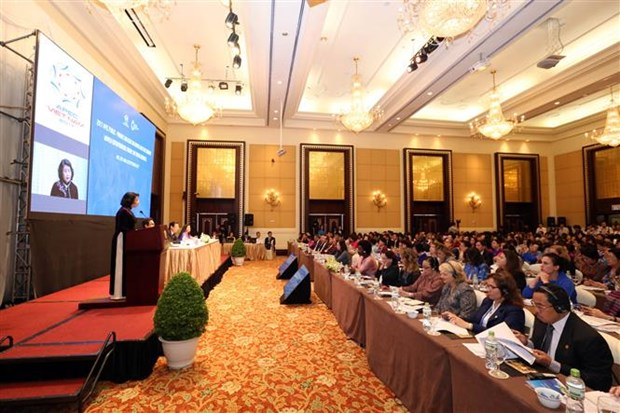Joint efforts called to boost women's leadership rate to 50 percent hinh anh 1