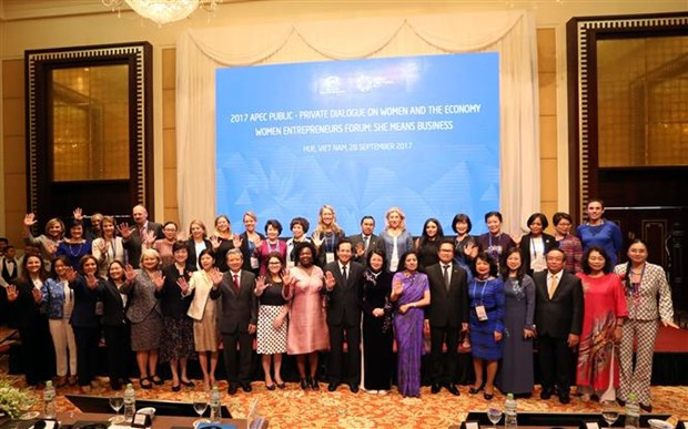 Joint efforts called to boost women's leadership rate to 50 percent hinh anh 4