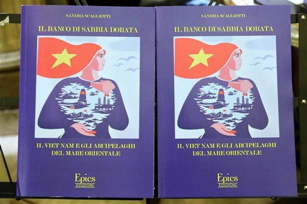 Italian book on Vietnam's island sovereignty introduced in Rome hinh anh 1