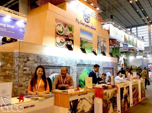 Vietnam promotes tourism at Paris international fair hinh anh 1