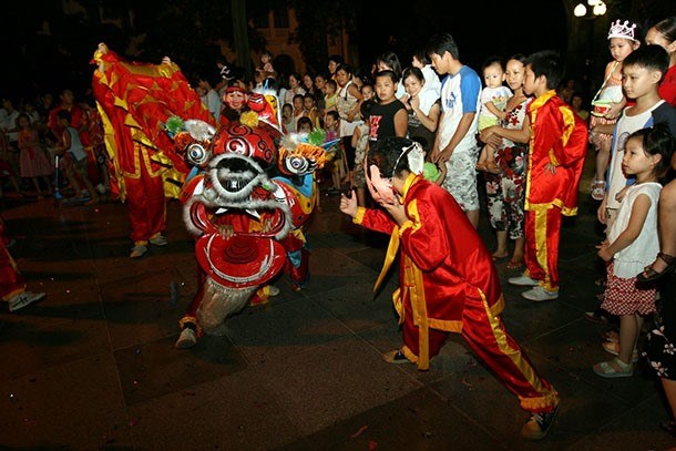 Hanoi lights up as mid-autumn festival arrives hinh anh 1