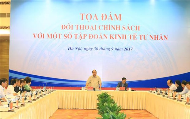 PM holds policy dialogue with leading private firms hinh anh 1