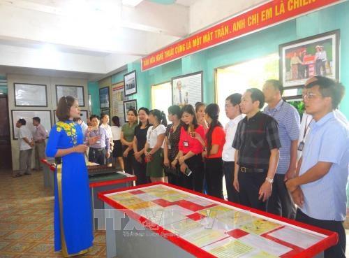 Hoang Sa, Truong Sa exhibition comes to ethnic minority people hinh anh 1
