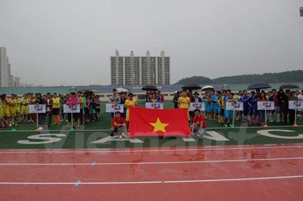 Football tournament in RoK raises fund for poor students hinh anh 1