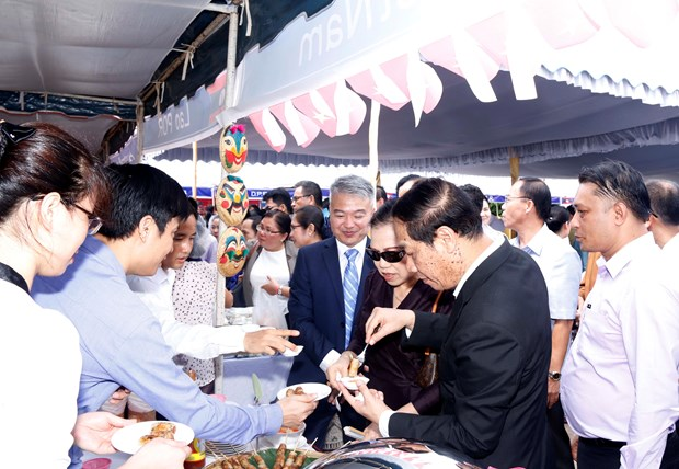 Typical dishes of ASEAN nations introduced at Vientiane fair hinh anh 1