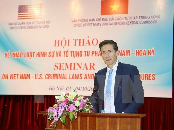 Vietnam, US share experience in criminal law enforcement hinh anh 1