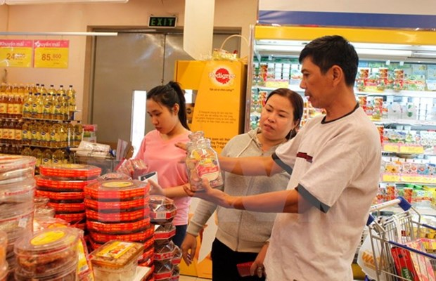 Programme promotes domestic goods production, consumption hinh anh 1