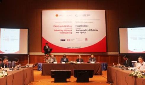 WB, Vietnam publish joint Vietnam Public Expenditure Review hinh anh 1