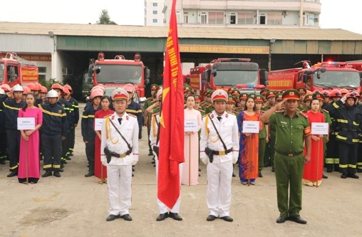 Da Nang's firefighters launch special operation for APEC week hinh anh 1
