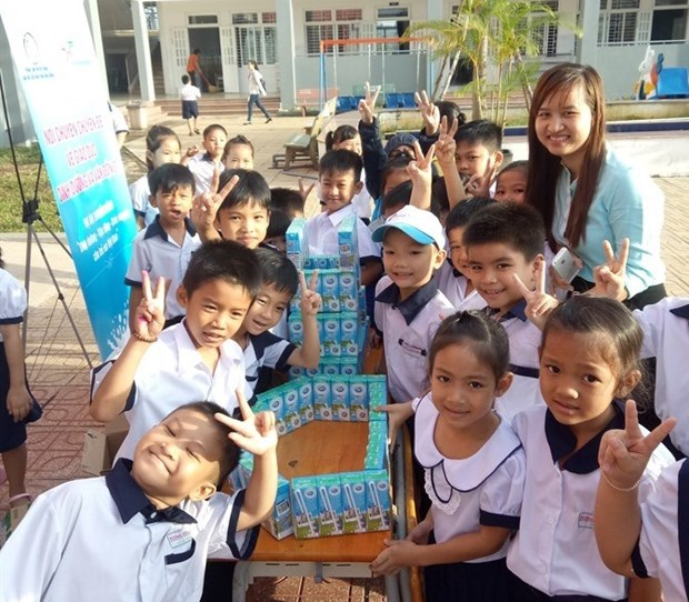 Kids in Binh Duong learn about nutrition, physical development hinh anh 1