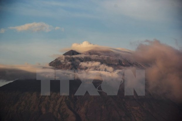 Agung volcano eruption reduces tourists to Bali hinh anh 1