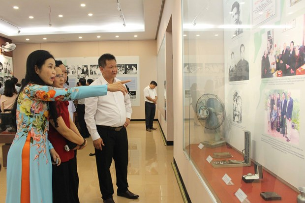 Exhibition spotlights Vietnam's reform process hinh anh 1