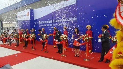 First foreign-owned petro station opens hinh anh 1