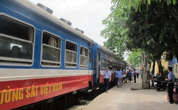 Railways announce extra trains for Tet 2018 hinh anh 1