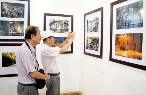 Art exhibition highlights beauty of Hanoi hinh anh 1