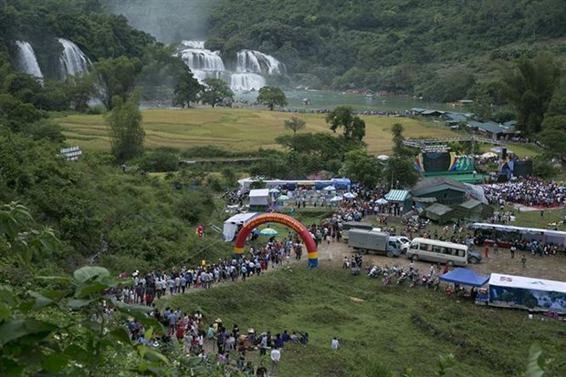 Ban Gioc Waterfall Festival opens in Cao Bang hinh anh 1