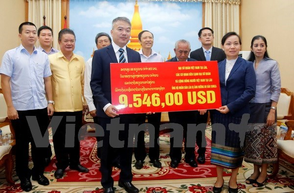 Overseas Vietnamese assist storm victims in Laos hinh anh 1