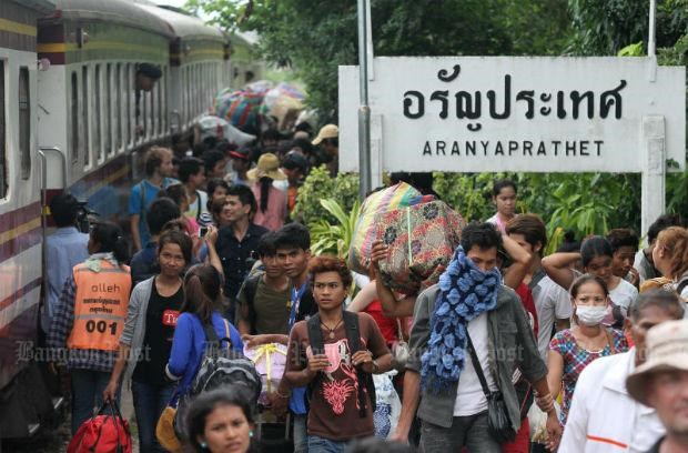 Thailand, Malaysia, Singapore draw ASEAN migrant workers hinh anh 1