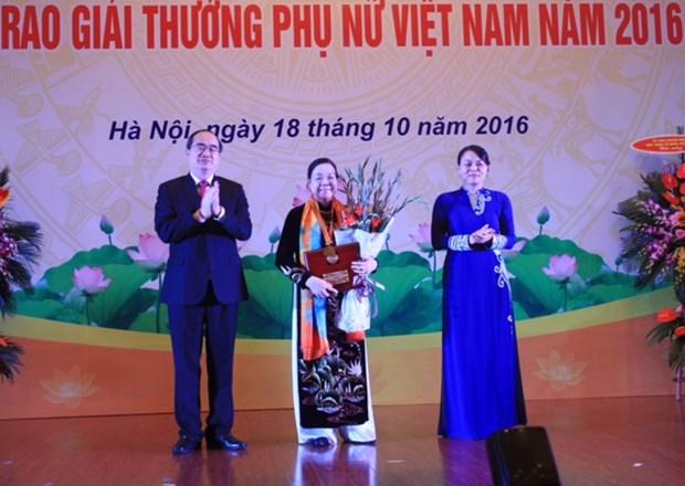 Winners of Vietnam Women Award 2017 announced hinh anh 1