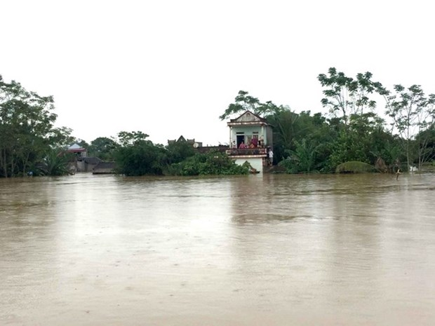 Urgent relief aid provided for flood-hit people hinh anh 1